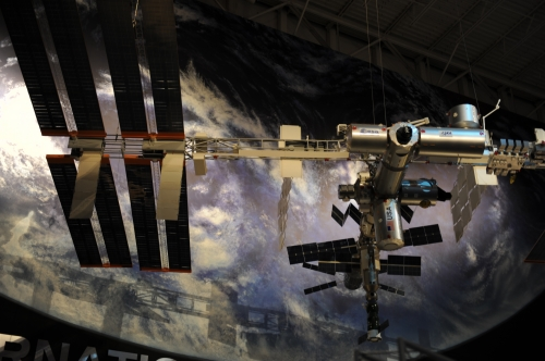 메모:나사에서 우주에 설치해논 우주 정거장 모형도.......