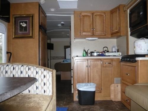 메모:편히 식사도 그때그때 다해서 준비할수있는 캠핑카 주방......